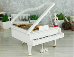 Haute qualité Piano Spinning Ballet Boîte à Musique Sky City Boîte à Musique Art Et Artisanat Belle Musique Fonction Comme Souvenir ? partir de fabricateur