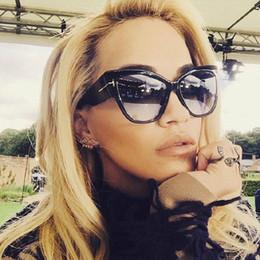 9dd80b95c27943 Gros-2016 NOUVEAU Gradient Points Lunettes de soleil Tom High Fashion Designer  Marques pour les femmes Lunettes de soleil Cateyes oculos feminino de sol