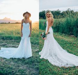Vestido de novia bajo la correa online-Sexy correas espaguetis Vestidos de novia bohemios con espalda baja 2019 Nueva llegada de encaje completo Beach Garden vestidos de novia
