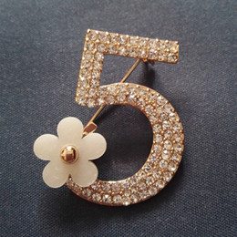 Wholesale Cc Brooch Wholesale - Wholesale- Cx-Shiny 100% Real Picture Brooch Pin Full Crystal Letter 5 Brooch Wedding Party Flower cc Brooches Pins Women