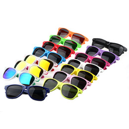 Wholesale Cheap Plastic Resin - Womens and Mens Most Cheap Modern Beach Sunglass Plastic Classic Style Sunglasses Many colors to choose Sun Glasses
