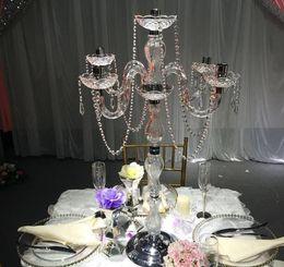 elegante hohe Hochzeiten preiswerter Großhandelsantiker Kristallkandelaber-Goldmetall 5 bewaffnet Kandelaber-Mittelstücke für Hochzeitstafel decoation von Fabrikanten