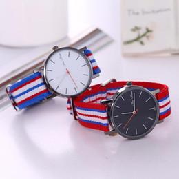 спортивная рождественская ткань Скидка Мода Женева ткань классические мужские часы мода красочные нейлон группа часы бизнес творческий случайные спортивные часы Рождественский подарок