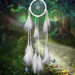 Dream Catcher Antique Imitation Enchanted Forest Dreamcatcher Regalo Handmade Dream Catcher Net con piume Car Hanging Decoration Ornament da cristalli all'ingrosso di feng shui fornitori