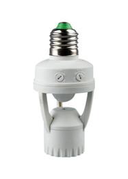 Sensor de base online-Ajustable 360 Grados PIR Sensor de Movimiento de Inducción IR Infrarrojo Humano E27 B22 E14 Conector de Luz Base de Interruptor de Luz Led Bombilla de Luz Titular de la lámpara