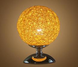 Lampada da tavolo economica moderna della decorazione domestica Illuminazione variopinta LED per regalo Lampade da tavolo di forma rotonda a forma di palla di alta qualità da