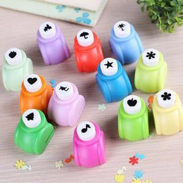 Wholesale paper punch holes - High Quality 1 pcs lot Circle flower punch DIY craft hole punch puncher Kids scrapbook paper cutter scrapbooking punches Embossing device