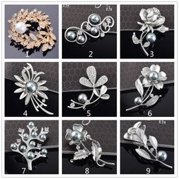 Wholesale Gift Flowers Wedding Invitations - Vintage Rhinestone Brooch Pin Artificial Pearl Flower Jewelry Brooch top corsage for bridal wedding invitation costume party dress pin gift