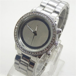 Wholesale Rowing Single - Fashion Luxury watch Single Row Rhinestones Dial Large letters Watches Alloy men and women Quartz Watches Free Shipping wholesale