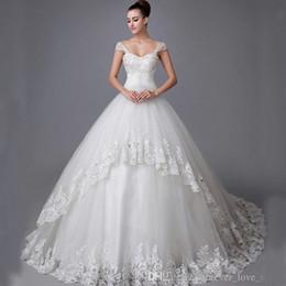 Vestidos de casamento vestido de baile Applique contas de cristal Lace mangas decote querida com tiras de vestidos de casamento de tule de Fornecedores de vestido preto vermelho de dois tons