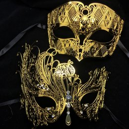 Wholesale Couples Masquerade Masks - Wholesale-Black Silver White Gold Diamond Metal Laser Cut Couple Lovers Masquerade Mask Set Men Women Swan Phantom Wedding Party Mask Set