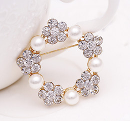 Wholesale Ladies Dress Suits Wholesale - lastest luxury ladies pearl and diamond brooch pin business suit fashion decoration for wedding dress free shipping