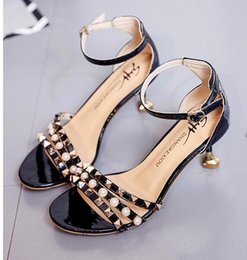 Wholesale Chain Lace Up Sandals - Summer top Quality Fashion New Arrival Luxury brand Soft sexy FLat Women Elegant sexy Metal chain Pearl Beach sandals