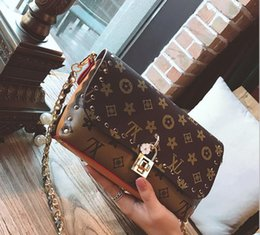 Wholesale Small Leather Messenger Bags - 2017 hot new fashion Europe and America lock the pearl chain flowers women Shoulder Messenger Bags free ship