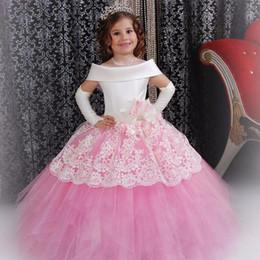 Vestido rosa navidad blanco online-Vestido de Navidad Glitz Vestidos para niñas Cuello barco Manga corta Rosa y blanco Vestido de comunión Vestido de bola de niña de flores