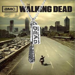 Nouvelle arrivée Hot vente 12 pcs / lot bijoux de mode antique argent The Walking Dead collier Cudgel et lettre logo pendentif collier ? partir de fabricateur