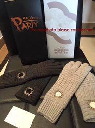 Wholesale c gloves - Luxury VIP gift C style wool gloves with gift box Classic gloves with logo counter gift