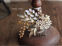 Wholesale Gold Flower Hair Comb - Vintage Pearl Tiaras Crowns Handmade Crystal Bridal Accessories Hair Combs Headpiece Rhinestone Flower Hair Vine For Wedding Events 2017 New