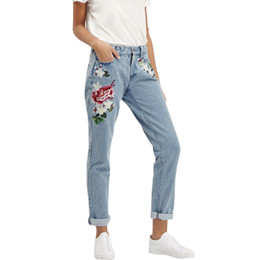 плюс размер вышитые джинсы Скидка Wholesale- Vintage Retro high waist jeans women denim flower pencil pants designer embroidered jeans plus size 2017 new