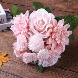 Flores falsas ramo de novia online-Flor de seda ramo de boda rosas dalias Flores artificiales caída vívida hoja falsa flor de la boda ramos de novia decoración