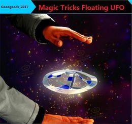 Argentina Recién llegado Novetly Juguetes trucos de magia flotante Flying Disco Increíble flotante UFO juguetes magia truco fresco juguete montado por ti mismo M837 Suministro