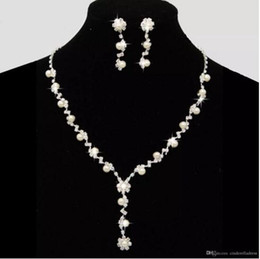 Wholesale Wedding Dresses Flower Accessories - Dazzling Bridal Wedding Dresses Jewelry Necklace Sets With Erring Drill Flower Necklace Stock Pearls Necklace Bridal Accessories CPA795