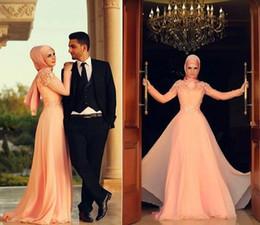 Velo chiffon lungo online-Abito a maniche lunghe musulmano collo alto Una linea abito da ballo rosa perla appliques abiti da sposa economici in pizzo con velo in chiffon lunghezza del pavimento