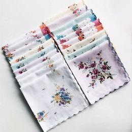Wholesale vintage wedding hankies - 100% Cotton Handkerchief Cutter Ladies Handkerchief Craft Vintage Hanky Floral Wedding Party Handkerchief Support 30*30cm Random Color