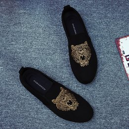 Wholesale Tiger Embroidery Fabric - 2017 New Fashion Tiger Embroidery Suede Round Toe Flat Shoes Slip-on Pea Shoes Breathable Men's Causal Shoes