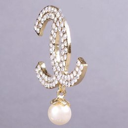 Wholesale Gold Jewellery Brands - High Quality Brand Designer Pearl Pendant Rhinesone Crystals Gold Letter Brooch Luxury Czech Crystals Women Wear Broach Pins Jewellery