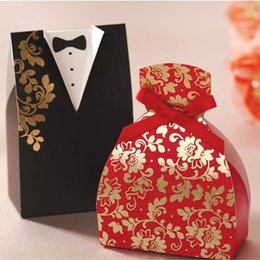 Wholesale bride groom new dolls - Hot Sale Wedding Favor Boxes Groom and Bride Suit Sweetbox Candy Favors Novelty Wedding Favors holders Chinese Style Design