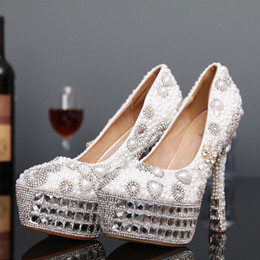 Perles de diamants talons hauts en Ligne-Perles de luxe Cristal Fabriqué à la main Chaussures de mariage 2017 à talons hauts Pierres de Strass Diamants Beaded Lady Prom Pageant Evening Party Pompes à tapis rouge