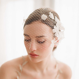 Wholesale Tulle Flowers For Hair - Charming Tulle Bride Hat Vintage Flowers Pearls Girls Hair Accessories with Comb Wedding Hats for Ladies Party Accessories