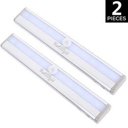 Placards blancs en Ligne-YouOKLight 2PCS Portable Motion Sensing Closet Cabinet DIY Cool White LED Night Light pour éclairage intérieur de nuit