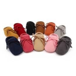 11 colores zapatos de bebé con cordones sólidos borlas Baby First Walkers zapatos para niños Unisex Toddler Shoes 16111502 desde fabricantes