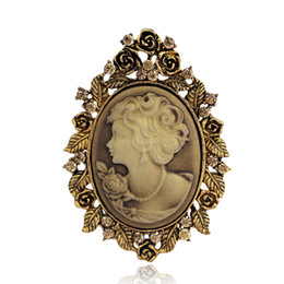 Броши камея онлайн-Wholesale- Vintage Wedding Accessories joyeria Cameo Beauty Queen Brooches For Women Crystal Rhinestone Gold Silver Antique Pin Brooches