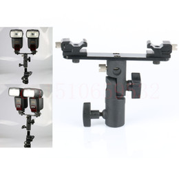 Wholesale Hot Shoe Dual - Wholesale-Double Twins Dual Hot Shoe Speedlight Stand Bracket Mount Holder for Flash Light Swivel Lamp Bulb with Umbrella Socket