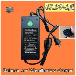2019 adaptador elétrico universal Universal novo carregador elétrico unicycle 67.2V-2A Equilíbrio de potência do carro bateria Li-ion adaptador de carregamento de 60 V DZL601001 desconto adaptador elétrico universal