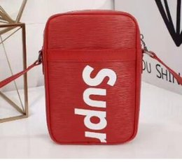 Wholesale Leather Credit Card Belt Buckle - handbags with Single belt Supr Outdoor Bags head feline buckle Studded shoulder Bags with yellow dust bag M53425 22x16x5cm