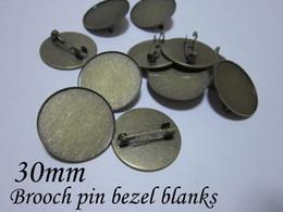 2020 messing-cameo Masse 200 teile / los 30mm cameo einstellung antike bronze messing sicherheitsnadel brosche lünette rohlinge, brosche basis günstig messing-cameo