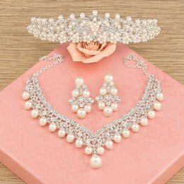 Wholesale Three Crowns Earrings - 2017 Luxury The bride hair accessory three pieces set wedding accessories hair accessory necklace earrings marriage accessoriesTiara Crowns
