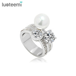 Wholesale Rhinestone Pearl Clusters - Luxury Ring for Women Finger Ring Weddiding Jewelry with Rhinestone and Simulated Pearl Free Shipping New Arrival LUOTEEMI