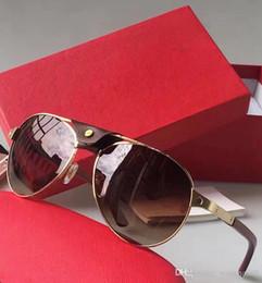 Molduras ovais on-line-NOVO Frete grátis 2017 luxo óculos de sol 8200862 design lente e lente UV400 Porta-retrato e sua perna de metal é material de embrulho