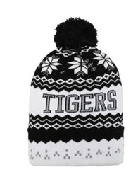 Wholesale Knit Cloche - snowflake Beanie Winter Snow Fleece Lined winter hat Skiing Hats New Orleans Mens Ladies Womens Beanie Knitted Oversize Beanie Caps