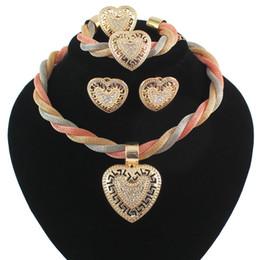 401a2b94d002 2017 Sistemas de La Joyería de Boda de Cristal Nupcial Africano Pendientes  de Collar de Oro de Oro Anillo de Pulsera Dubai Mujeres Conjuntos Joyería