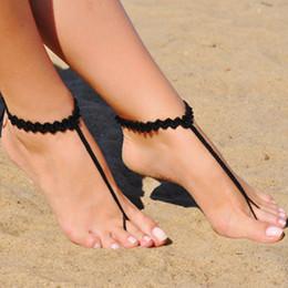 Joyas de ganchillo online-Sandalias descalzas de ganchillo negro, joyería de pie, regalo de Dama de honor, pedrería descalza, playa, tobillera, zapatos de boda, boda en la playa, zapatos de verano