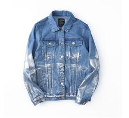Chaqueta vaquera con estampado de kanye west online-Kanye West letras retro japonesas impresas chaqueta de mezclilla abrigo jeans hombres taninos locomotora masculina Hip hop chaqueta de mezclilla