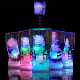 plumas de pavo teñidas Rebajas LED Ice Cube Flash Ice Cube Artificial WaterActived Flash LED Light con Romántica Luz Luminosa Wedding Christmas Decoration YW159