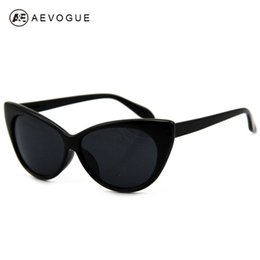 Wholesale Tip Pointed Vintage Sunglasses - Wholesale-Retail Hot Tip Pointed Vintage plastic sunglasses women Inspired Sexy Mod Chic Rtro brand sun glasses Cat Eye Oculos DT0170