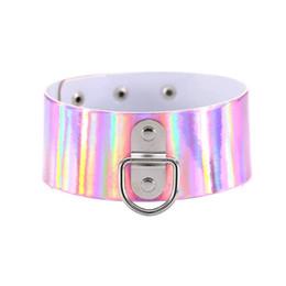 Gargantillas de esclavos online-Nuevo colorido arco iris holográfico de cuero de gran gargantilla collar láser Collares Punk collar Sub Slave Necklace mujeres 2017 Chocker regalo